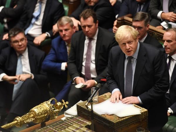 """Британският премиер Борис Джонсън бе обвинен, че ползва """"наръчника на"""
