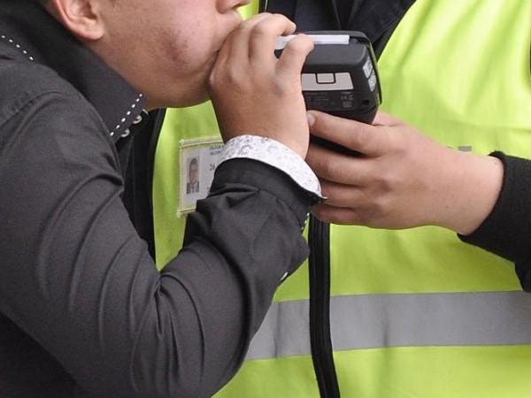 Столични полицаи установиха шофьор на училищен автобус, употребил алкохол, съобщиха