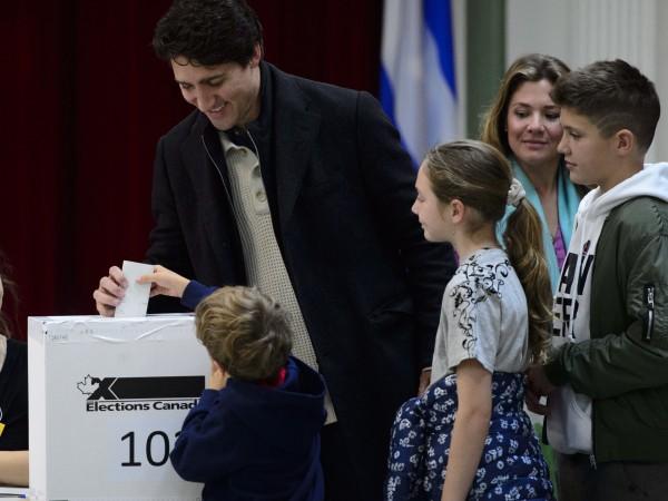 Либералната партия на досегашния премиер Джъстин Трюдо ще спечели произведените