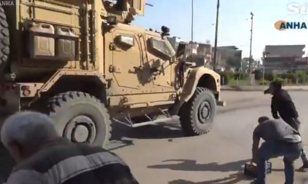 """""""Америка бяга, като плъхове"""": Войските на САЩ се изтеглят хаотично от Сирия"""