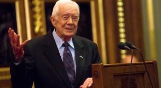 Бившият US президент Джими Картър падна и счупи таз