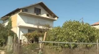 Изоставеното бебе в Петрич остава непризнато