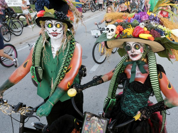 Единадесет хиляди души се маскираха като зомбита и яхнаха велосипедите