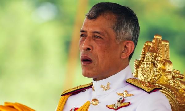 Кралят на Тайланд продължава с чистката на двореца си