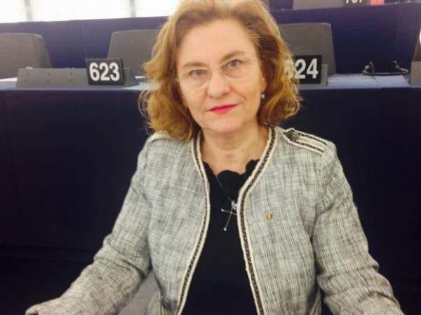 """След като измисли държавата """"Летиция"""" (вместо Латвия), румънската евродепутатка Мария"""
