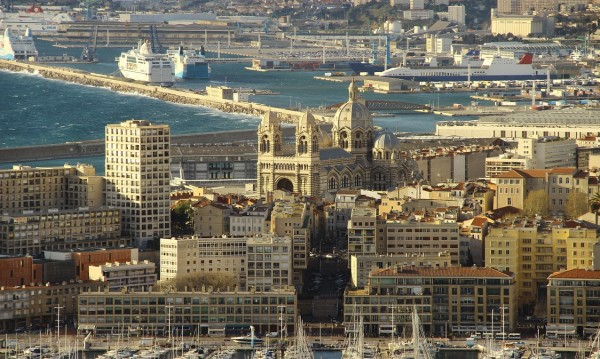 Мъж простреля шестима в бар в Марсилия