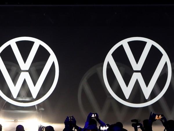 Влиятелните синдикати на Volkswagen (VW) обещаха да блокират плана на