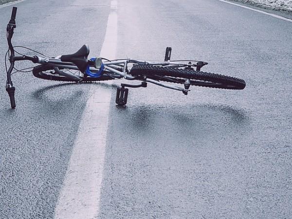 Още не е заловен шофьорът, блъснал и убил велосипедист на