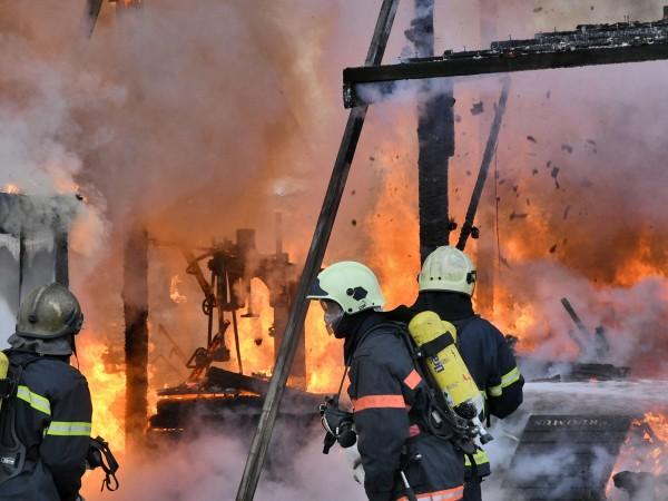 Пожар е избухнал в общинско общежитие за социално слаби в