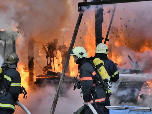 Първоначалната версия за възникването на пожара в общинското общежитие за