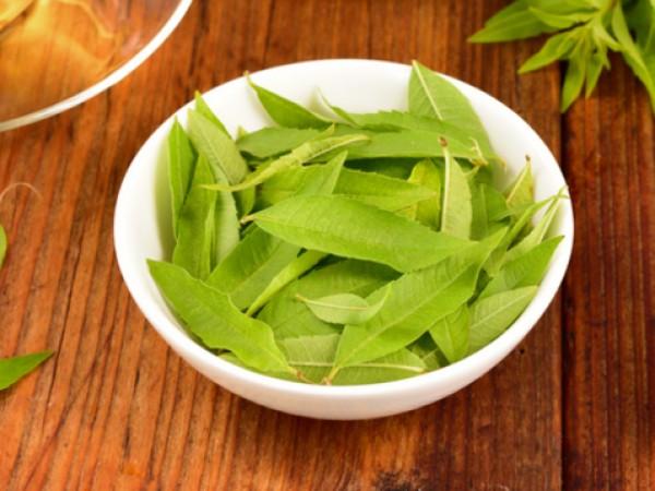 Пийте чай от върбинка за отслабване и при болки в ставите..