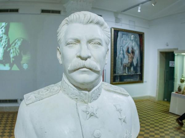 """Изложбата """"Манифестиращата идеология 1944 – 1989"""" бе официално открита в"""