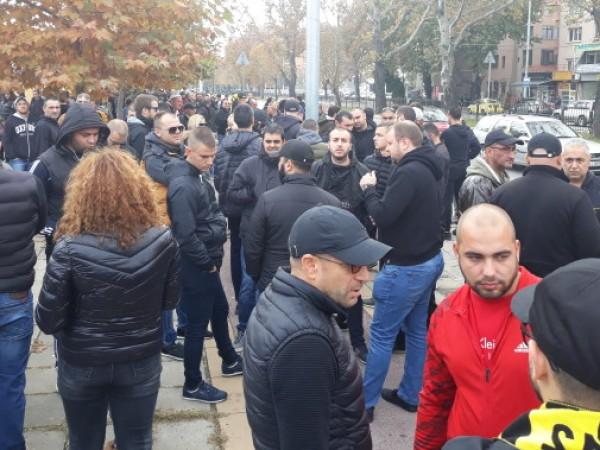 Стотици фенове на Ботев излязоха на мълчалив протест в Пловдив