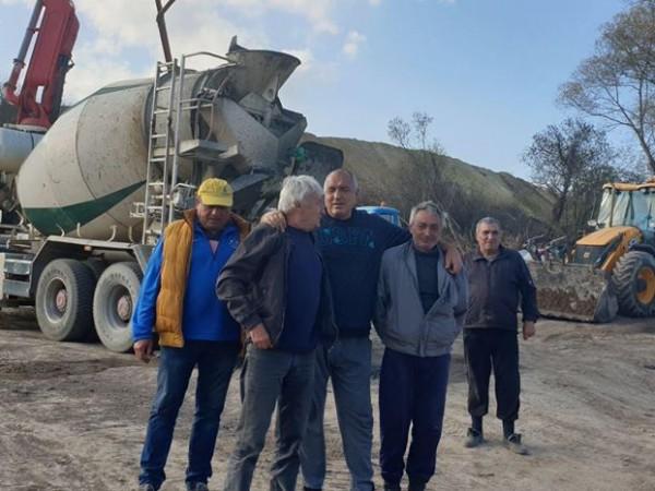"""Премиерът Бойко Борисов се срещна с работниците на АМ """"Хемус"""""""