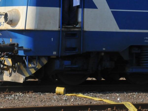 Трима души са пострадали при сблъсъка между пътнически влак и