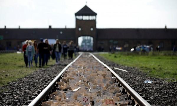 Полша се ядоса на Netflix заради филм за Лагерите на смъртта