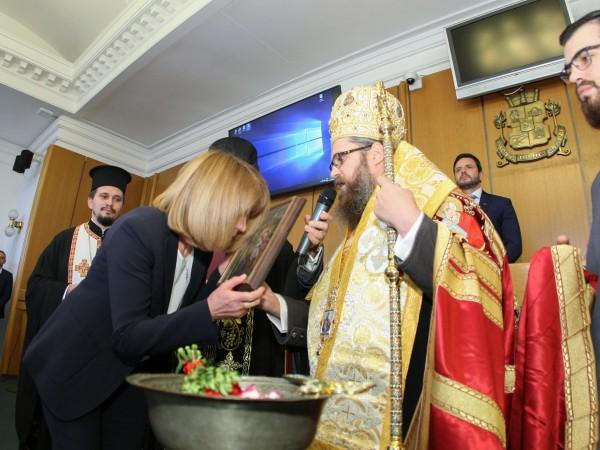 Новият стар кмет на София Йорданка Фандъкова положи клетва на