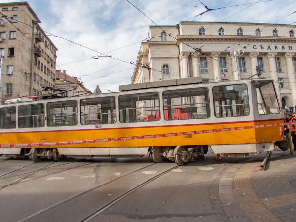 Жена е пострадала при инцидента, при който трамвай излезе от