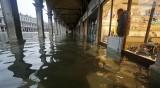 Венеция е под 187 см вода, безпрецедентно от 53 г.