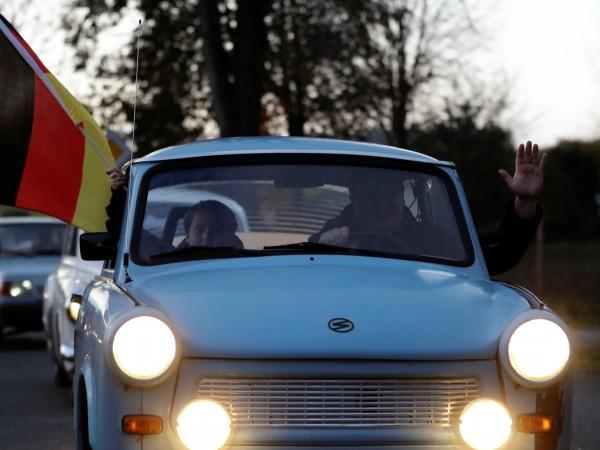 Парад с Трабанти и други автомобили от комунистическата ера на
