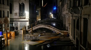 Венеция под вода: Двама загинали, потънали кораби,