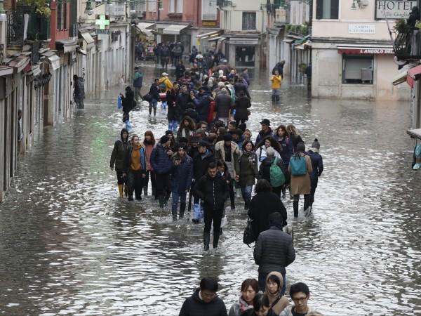 От МВнР препоръчват на българските граждани, пребиваващи в Италия или