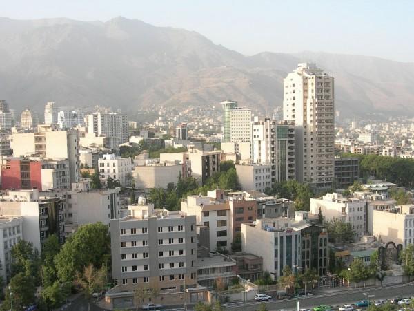 Училищата в Техеран получиха нареждане да затворят заради опасно високите