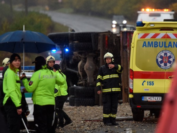 12 души загинаха, сред които и деца, и 17 бяха