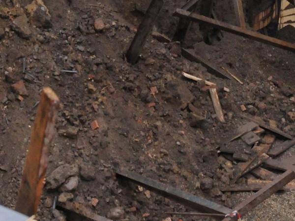 Един мъж загина, след като беше затрупан в изкоп при