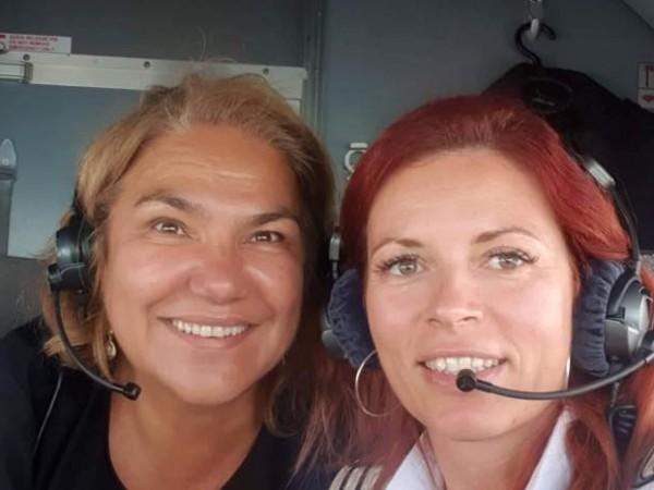 Марта Вачкова се похвали със селфи от пилотската кабина на