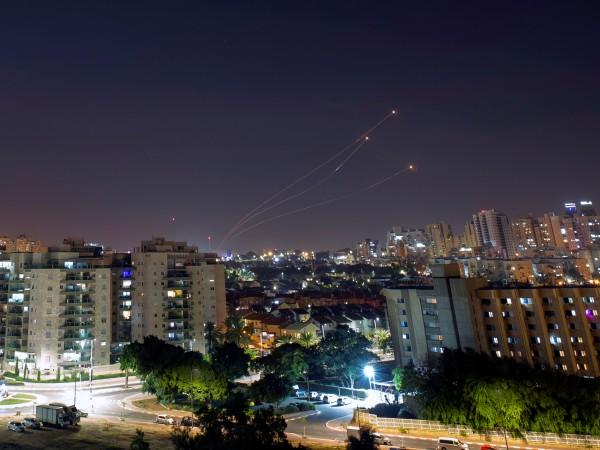 Израел възобнови въздушните удари срещу цели в ивицата Газа, свързани