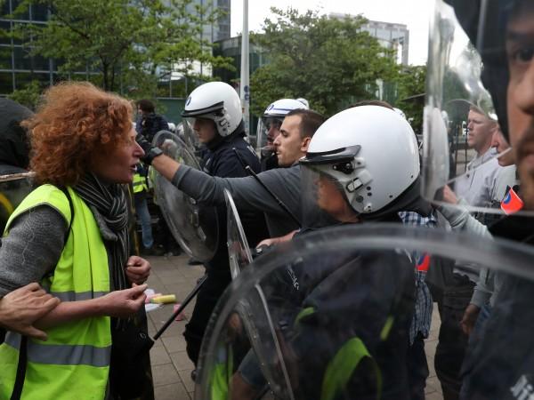 """Година след появата на """"жълтите жилетки"""" във Франция двама от"""