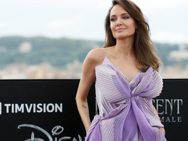 Драмата между Анджелина Джоли и Брад Пит продължава, твърдят източници.
