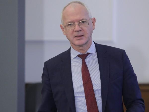 От Асоциацията на индустриалния капитал, чийто председател е Васил Велев,