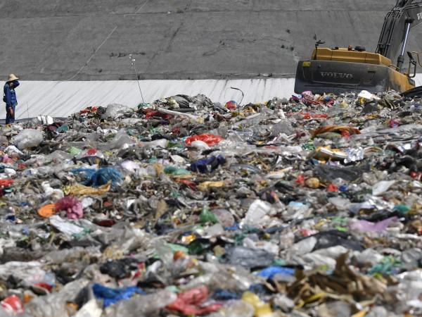 Дзянчуноу е най-голямото сметище в Китай. Заема площ като 100