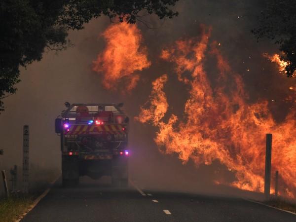 Десетки горски пожари горяха днес по източното крайбрежие на Австралия.