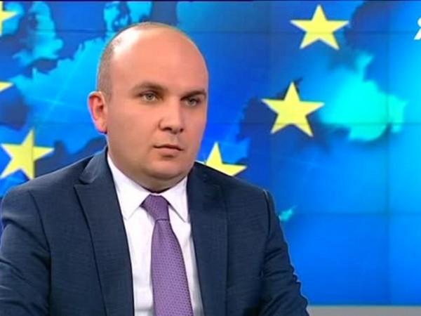 """""""Оливер Вархей е много подготвен, защото е първият дипломат на"""