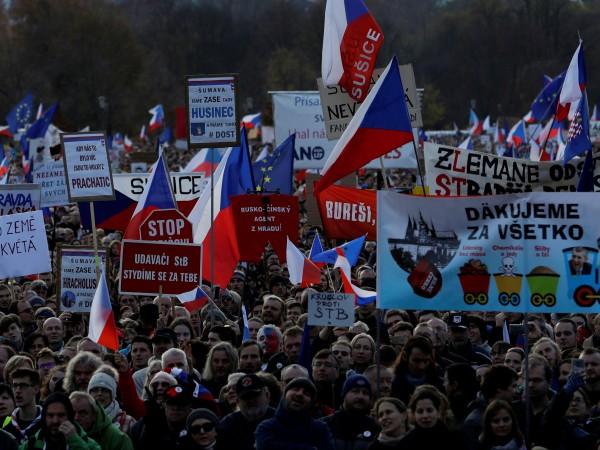 Над 200 000 чехи се събраха днес в Прага, за