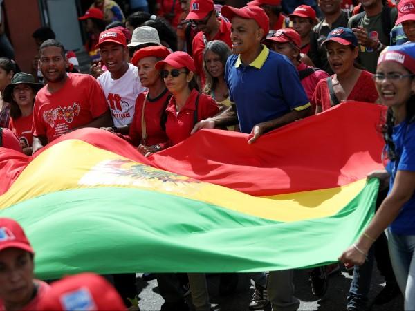 Хиляди привърженици на опозиционния лидер на Венецуела Хуан Гуайдо излязоха