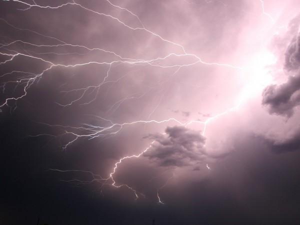Мощна буря връхлетя крайбрежието на Хърватия. Нанесени бяха щети на