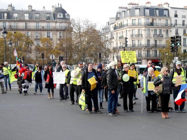 Около 200 души се събраха днес на мирна демонстрация близо
