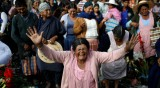 Криза в Боливия: Народа се реди на опашки за храна и гориво