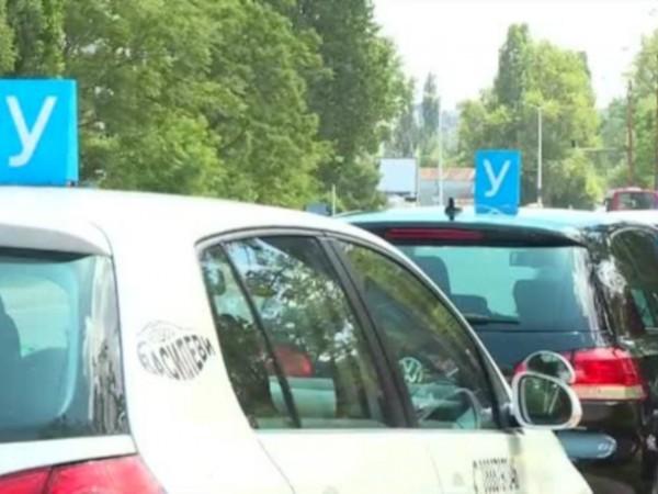 Автоинструктори и собственици на школи за шофьорски курсове излизат на