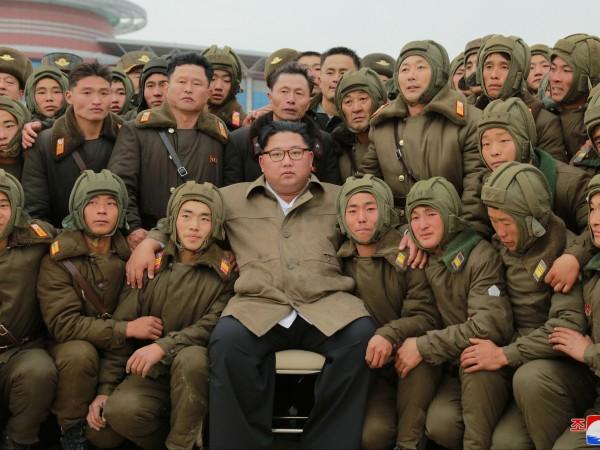 Севернокорейският лидер Ким Чен Ун проследи как протича учение с