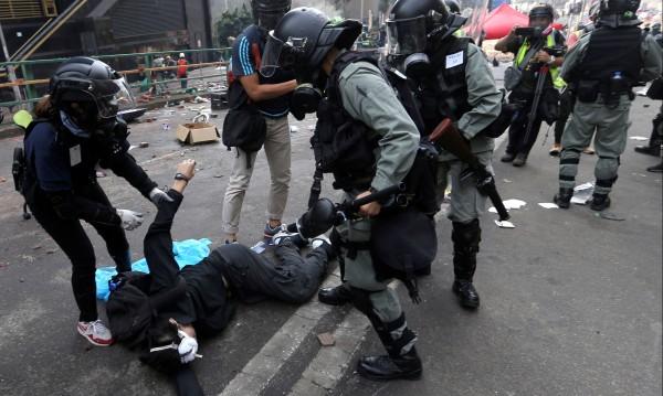 Пекин: Само ние можем да вземем решения за Хонконг