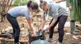 """Жените във """"Фермата"""" гладни за месо, хванаха брадвите"""