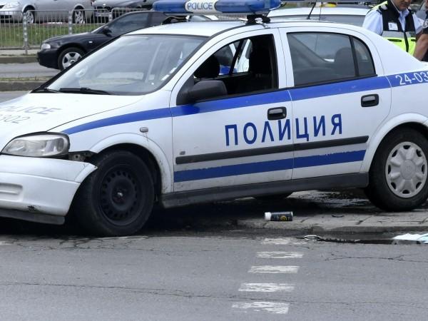 Пиян младеж без книжка удари полицейски автомобил в Хасково, съобщава