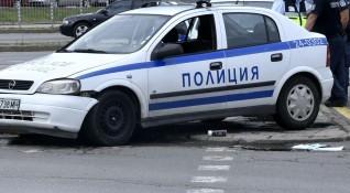 Пиян шофьор без книжка се вряза в патрулка