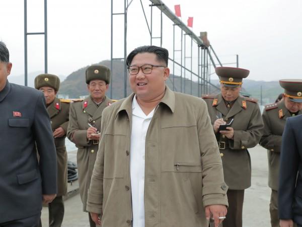 Севернокорейският ръководител Ким Чен Ун посети мащабно учение на силите