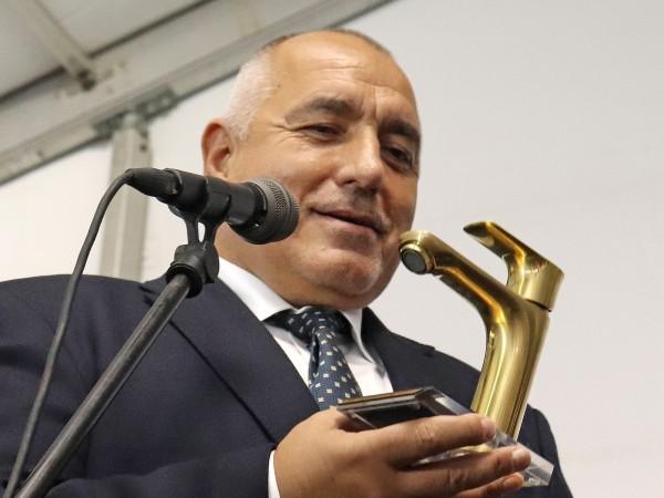 Премиерът Бойко Борисов ще подари ловна пушка - уникат на